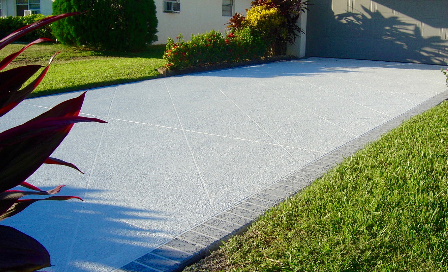 Concrete driveway maintenance tips for your home for Temperature to pour concrete driveway